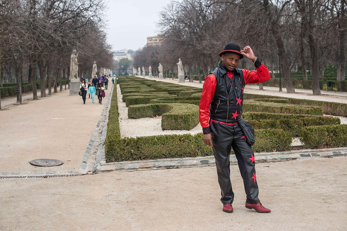 El paseo de estatuas, uno de los que desemboca en el espectáculo del Mago Negro.