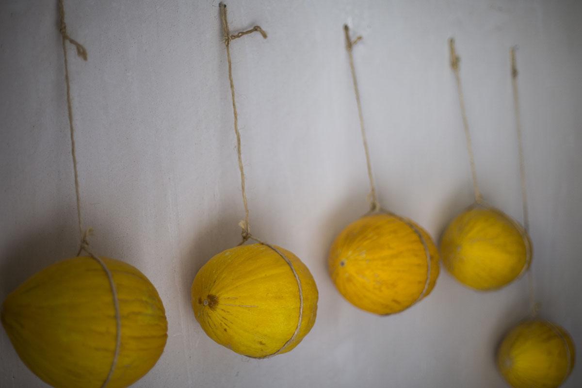 Algunos melones se cuelgan con una cuerda de yute, aunque deja la marca.