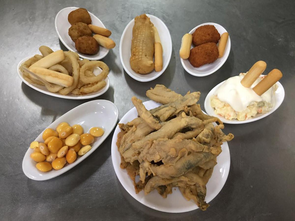 Los platos más representativos de esta bodega de Triana'. Foto: Blanco Cerrillo.