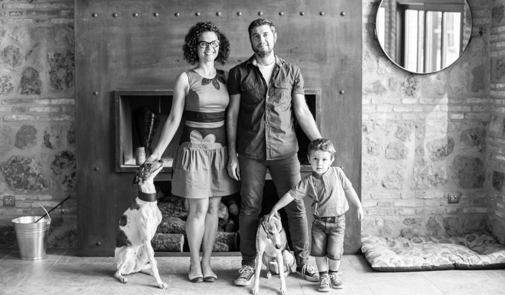 "Lisa, Jose, y la ""familia al completo""./Foto: Patio del Posadero"