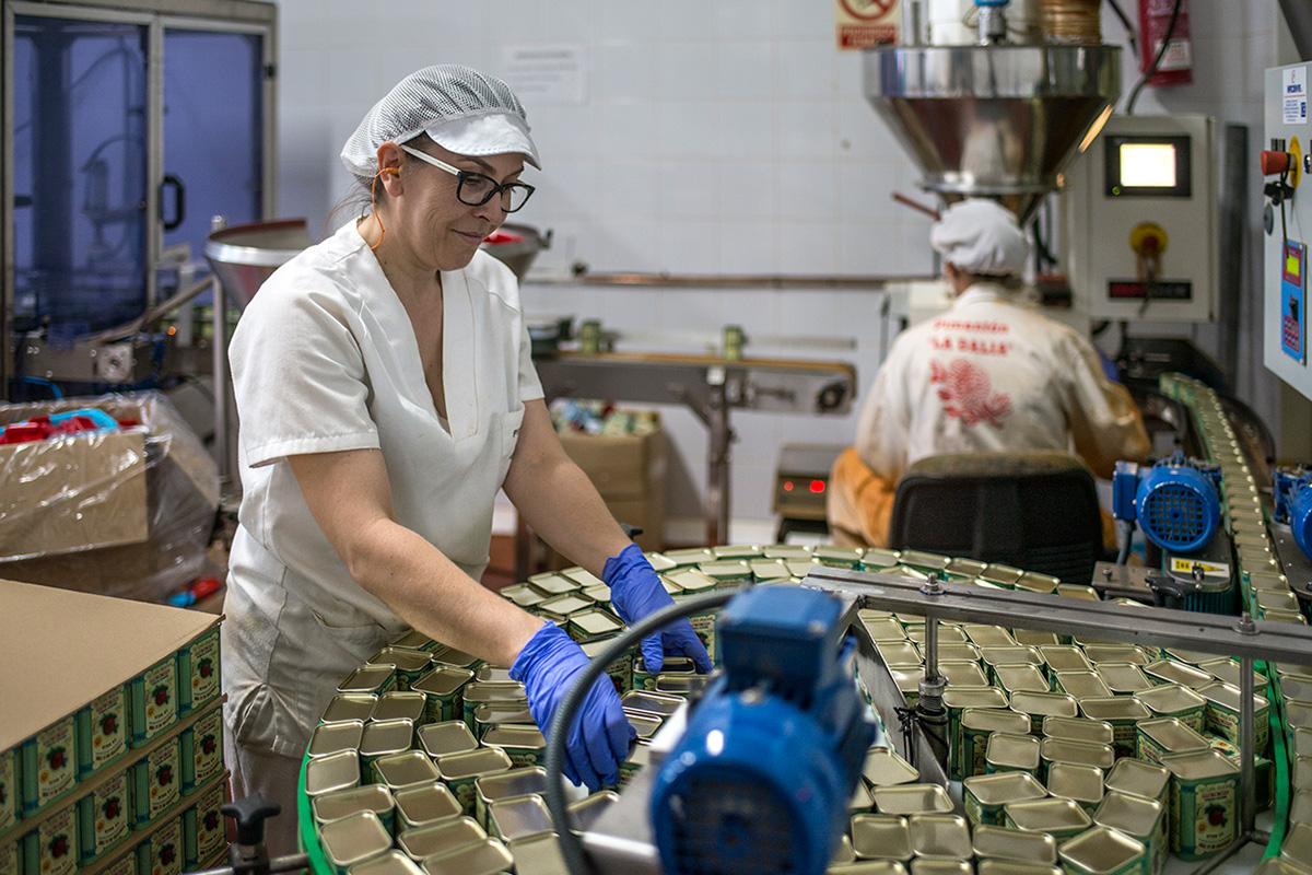 Mujeres trabajando en la fábrica 'La Dalia'.