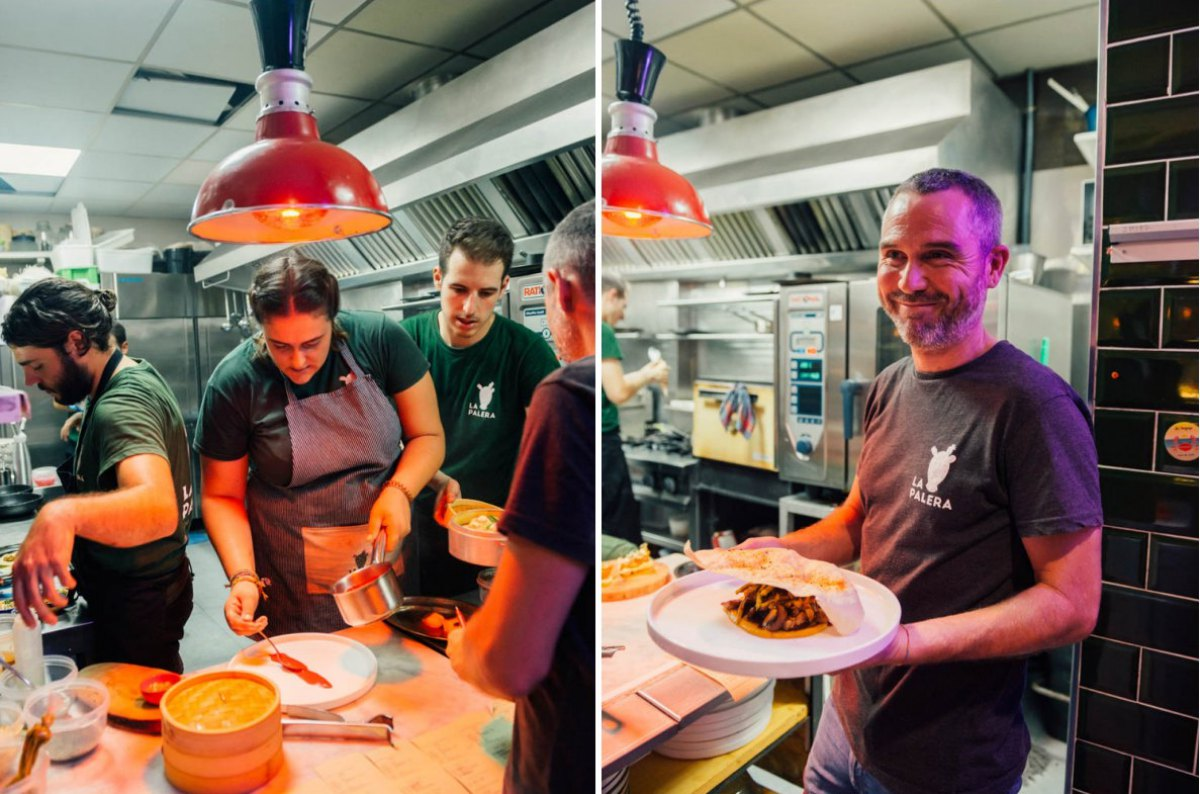 """A pesar de tener una cocina pequeña, pueden dar cada noche más de 100 servicios. José con su plato de """"lagarto ibérico""""."""