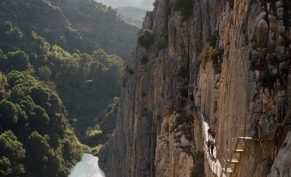 El Caminito del Rey, y sí, ¡hay que mirar abajo! Foto: Alfredo Cáliz.