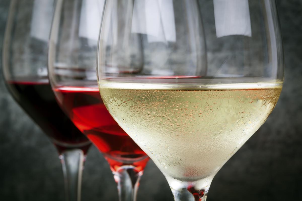 El color del vino lo da el hollejo de la uva.