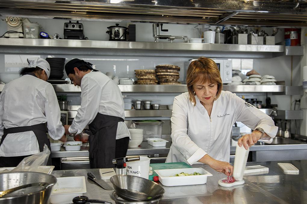 En la cocina del 'Monastrell' trabajan nueve personas, aunque en verano suelen ser entre doce y catorce.
