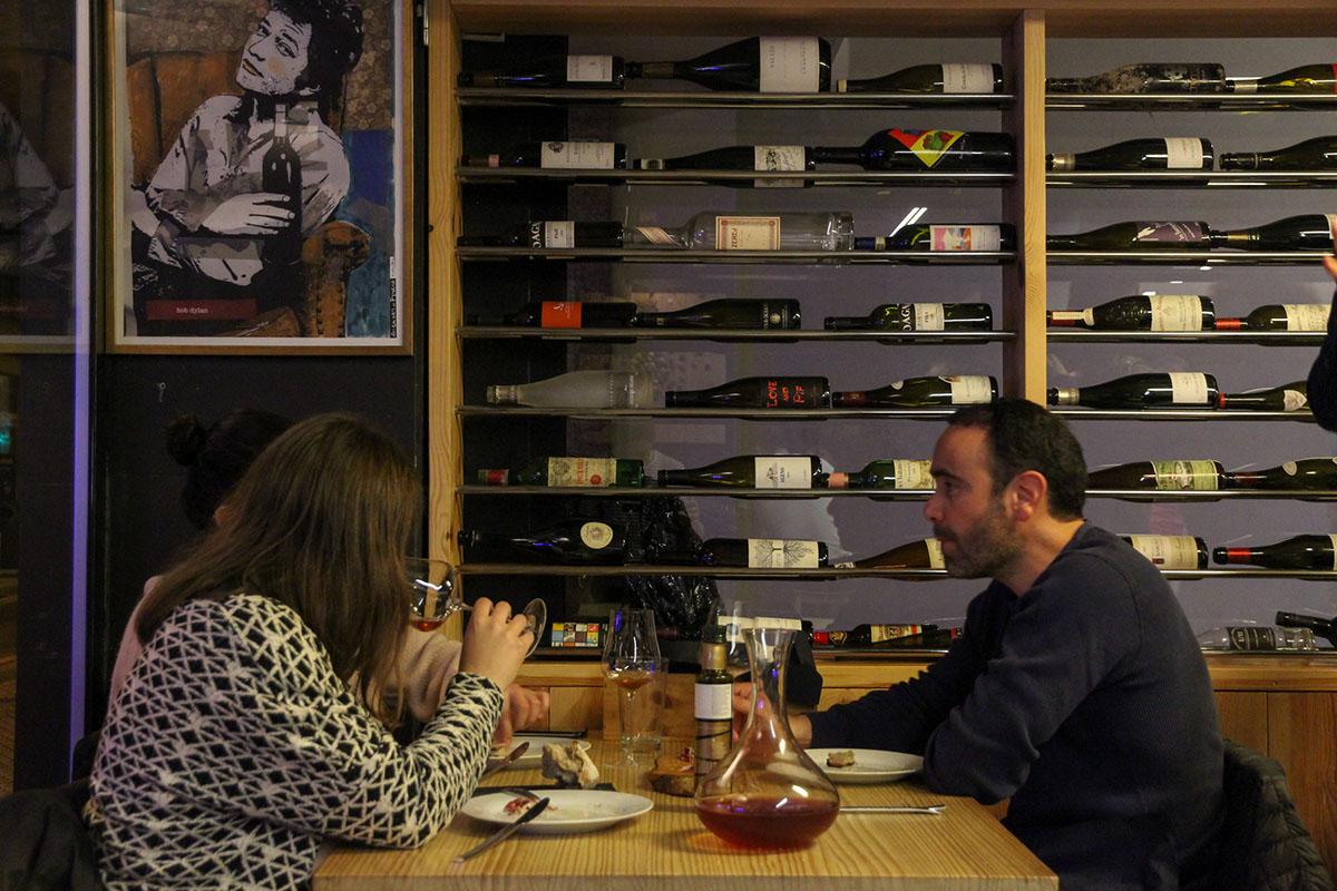 El vino siempre tiene protagonismo en las mesas de este establecimiento.