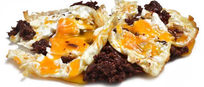 Huevos con morcilla de Índalo Tapas
