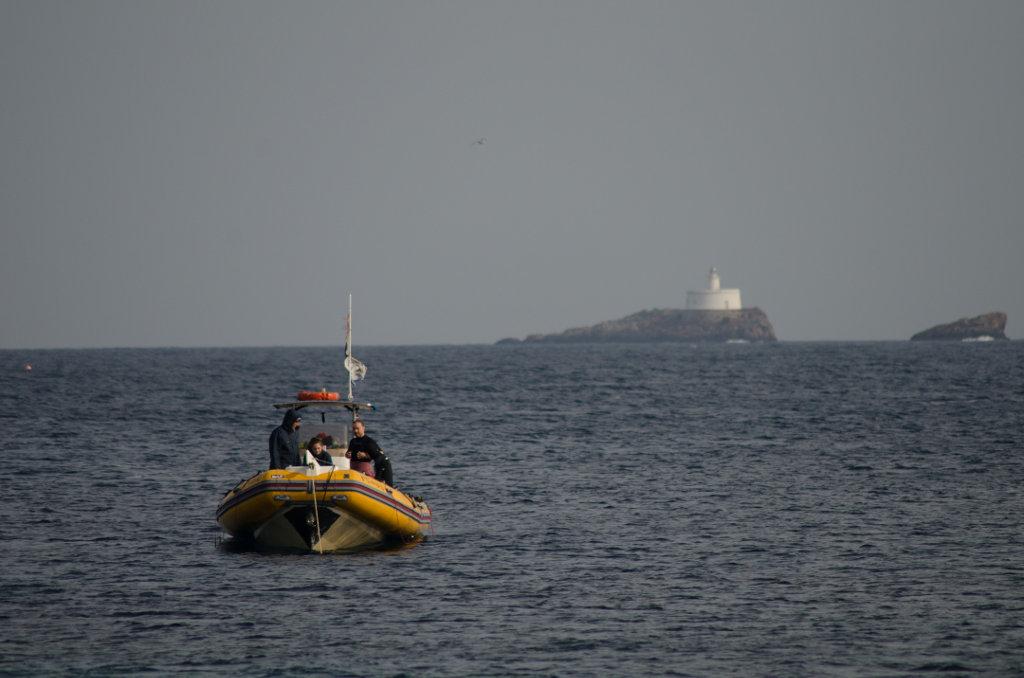 Los fondos marinos de las islas Hormiga al fondo son un reclamo para los buceadores. Foto: Ramón Peco y Manuela Martínez.