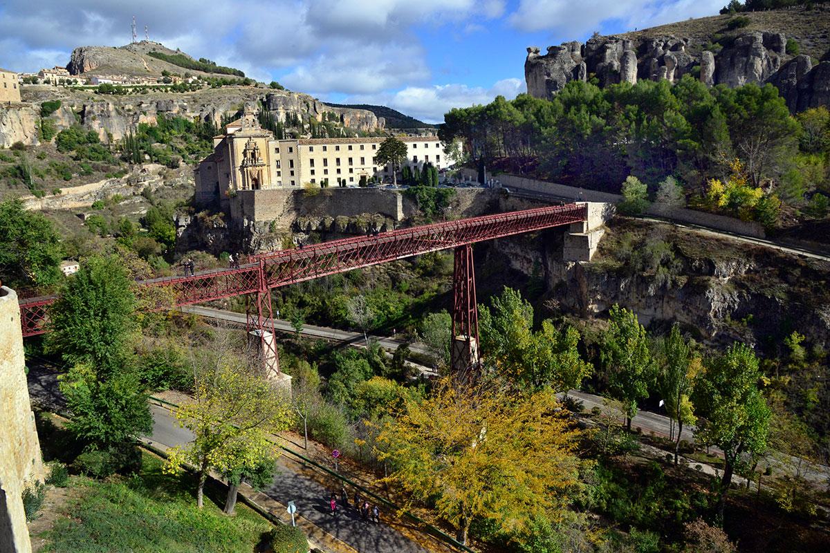 Cuenca: Puente colgante y convento de San Pablo, hoy parador de turismo. Foto: Alfredo Merino | Marga Estebaranz