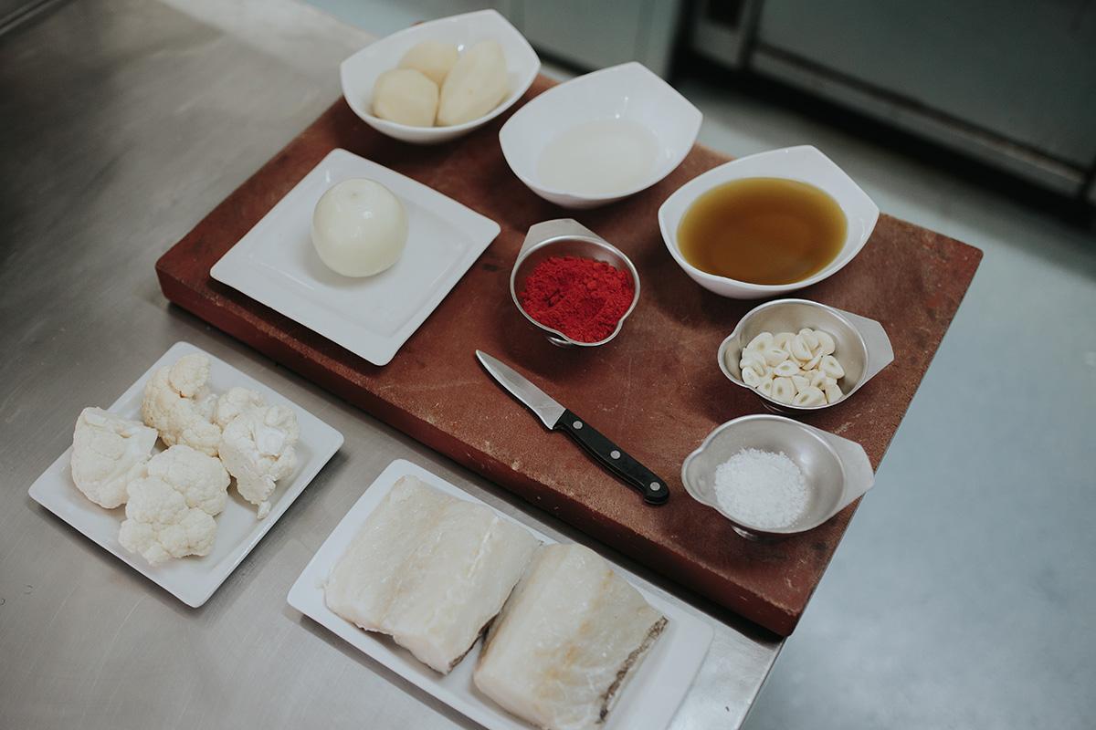 Toma nota de los ingredientes para preparar el bacalo en casa.
