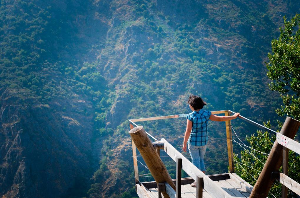 Asómate y respira por ejemplo aquí, en este mirador de la Ribeira Sacra. Foto: Shutterstock.