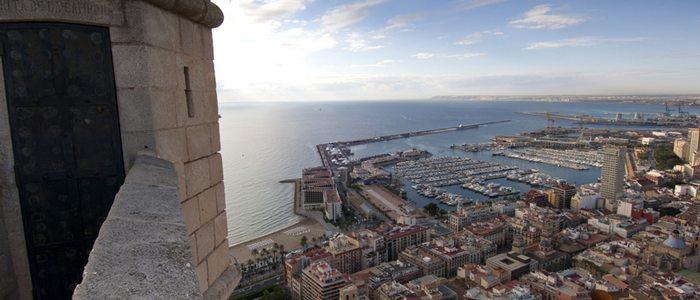 Vistas desde el castillo Santa Bárbara. Foto: Angel M. Fitor (cedida por: Turismo de Alicante).