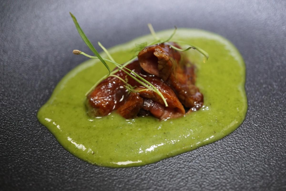 Carnero verde y emulsión de hierbas. Foto: David López.