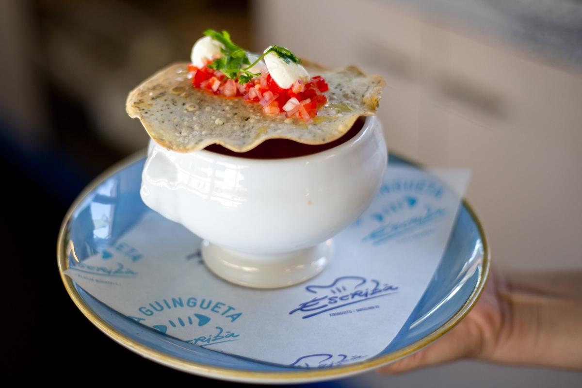 Los platos y condimentos del Escribà son maravillosos teloneros de sus arroces.