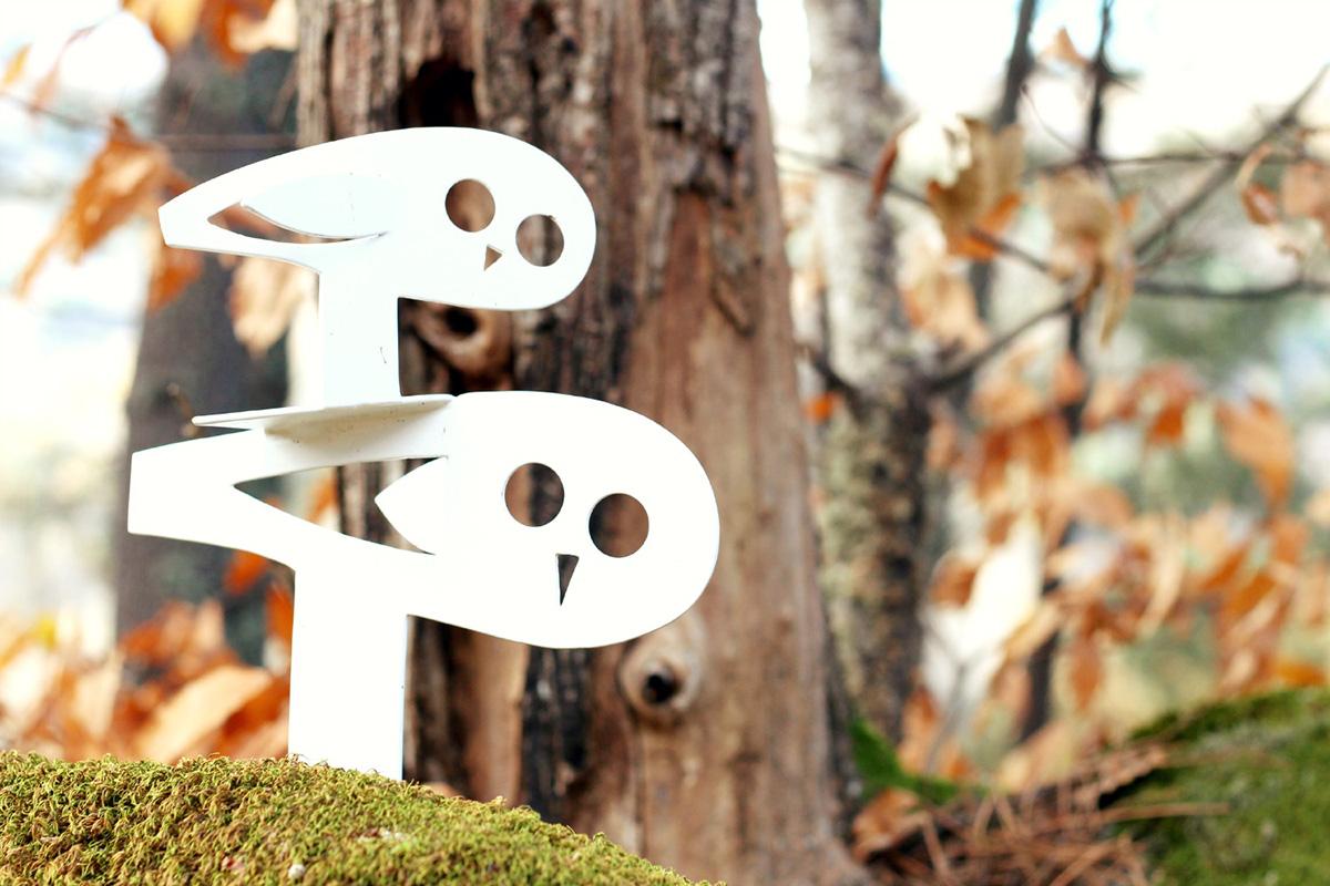 Los mochuelos del Bosque de los Espejos te miran siempre bien atentos.