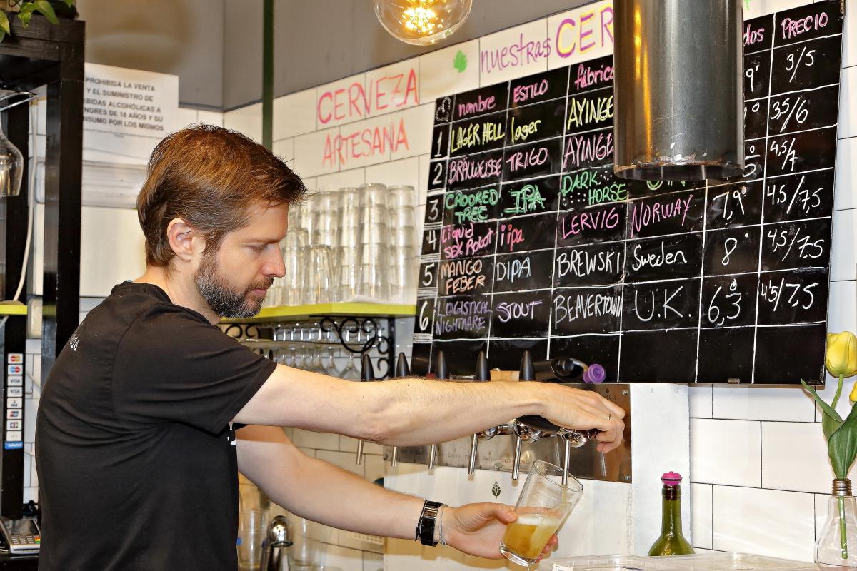 Craig Kollegger, el propietario de la sandwichería 'Craft' en el Mercado de Vallehermoso, Madrid,