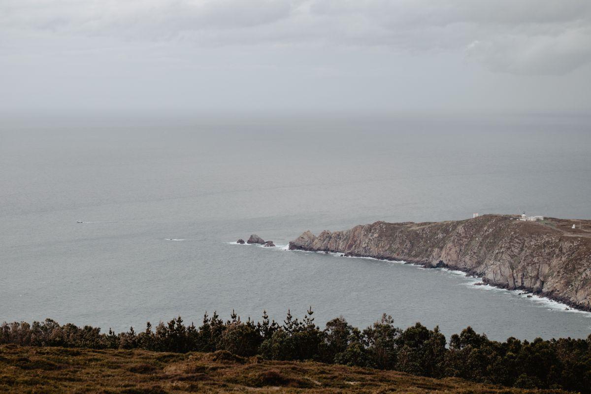 Vista del Cabo de Estaca de Bares y el mar desde la parte más alta de la zona, en Finisterre, A Coruña.