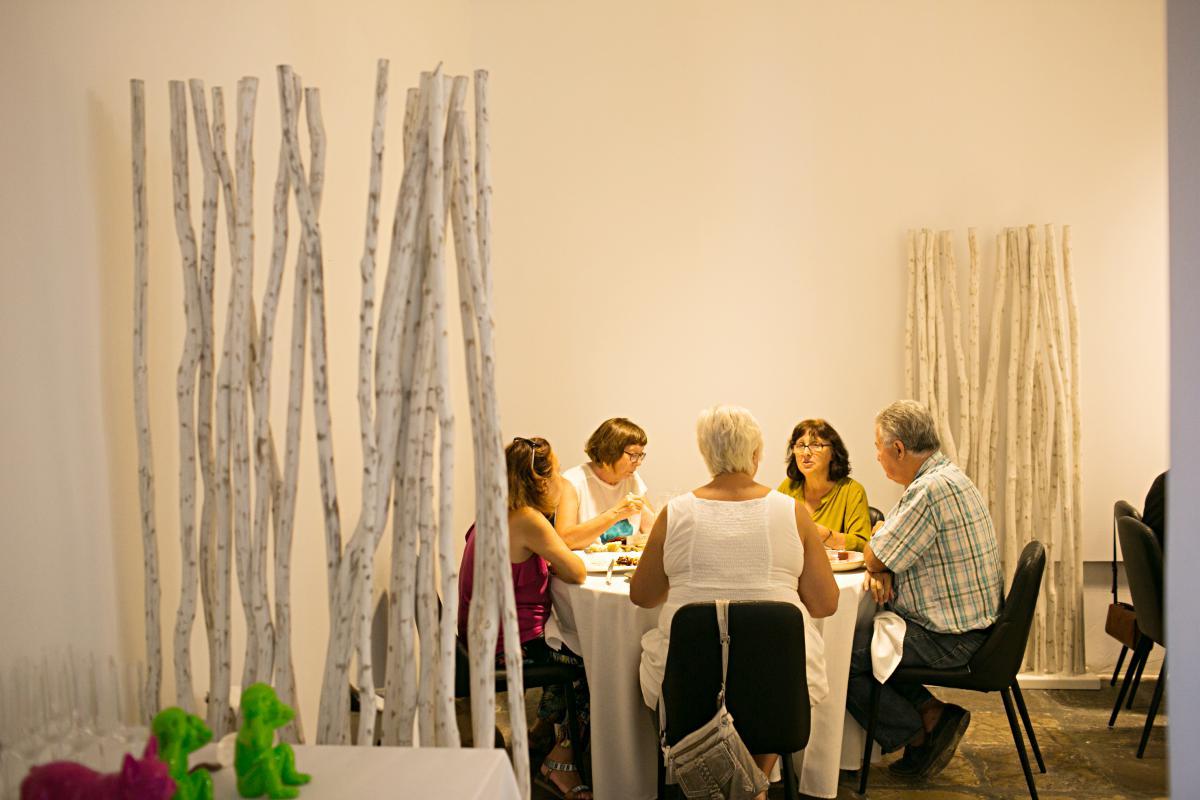 El salón del restaurante donde se puede degustar el menú completo.