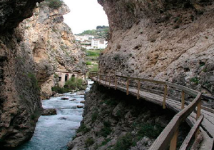 Pasarela sobre el río Castril. / Cedida por: www.castrilgranada.es