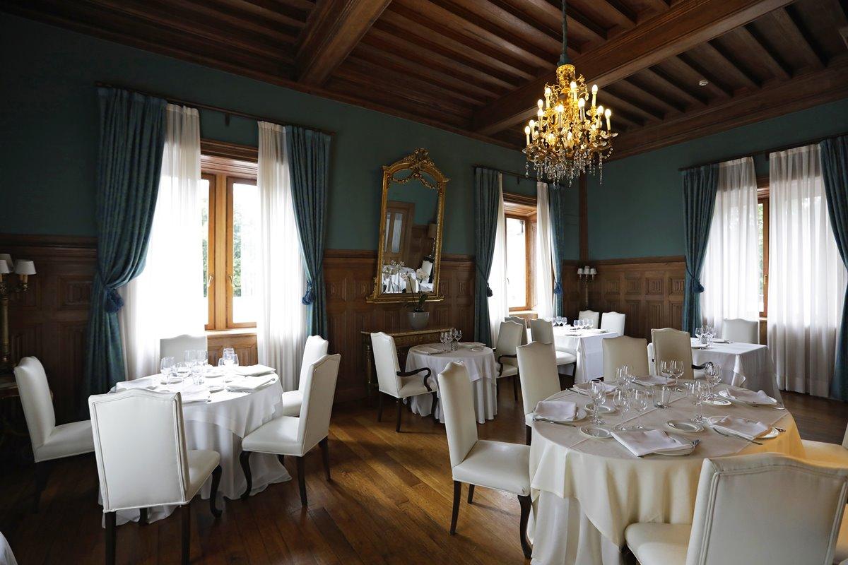 La decoración del castillo fue ideada a mediados del siglo XIX por María Eugenia de Montijo.