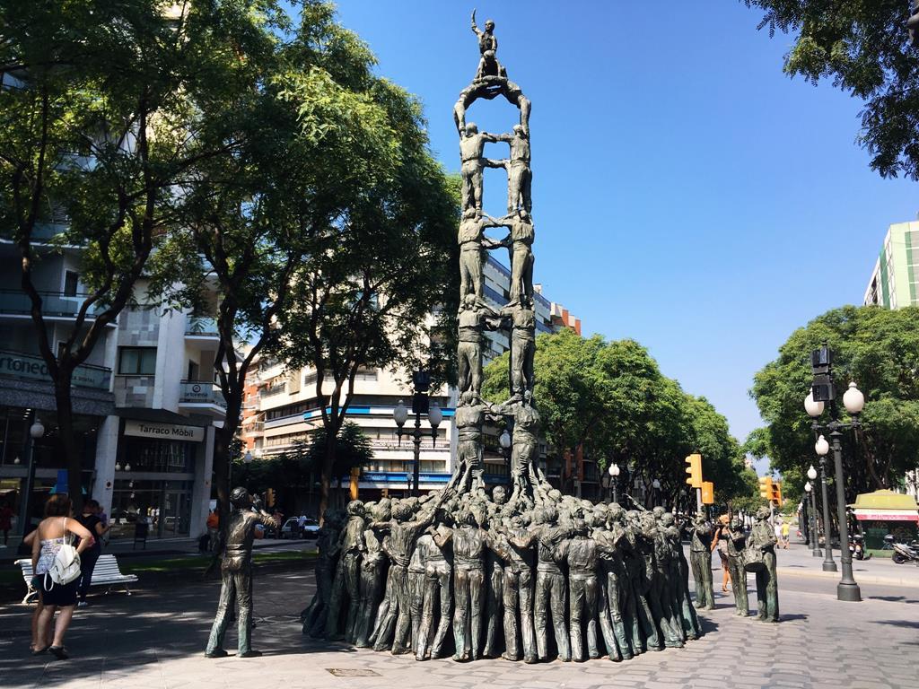 No te olvides de saludar a los Castellers. Foto: C.P.