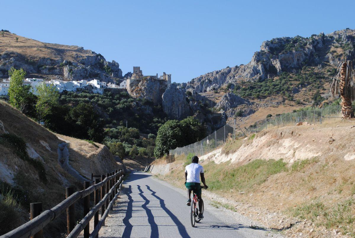 La vista del castillo de Zuheros es uno de los momentos álgidos de la ruta.