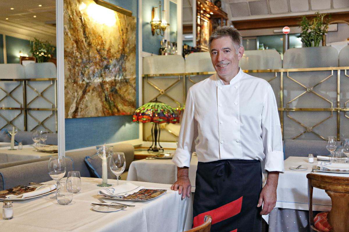 El chef, Segundo Alonso, en 'La Paloma', un referente de Madrid.