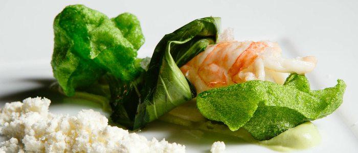 Cigala verde con pan de algas.