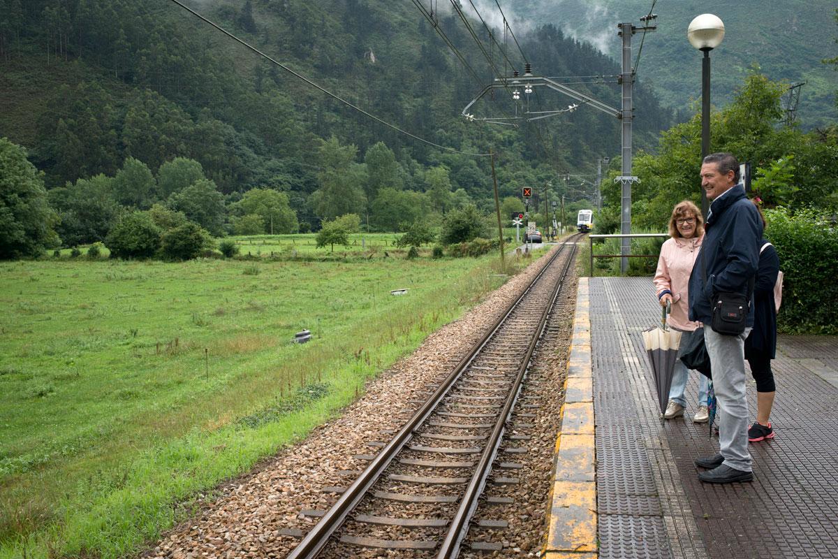 Estación de Cueves, durante decenas de años la comunicación de Cueves con el mundo y que aún funciona.