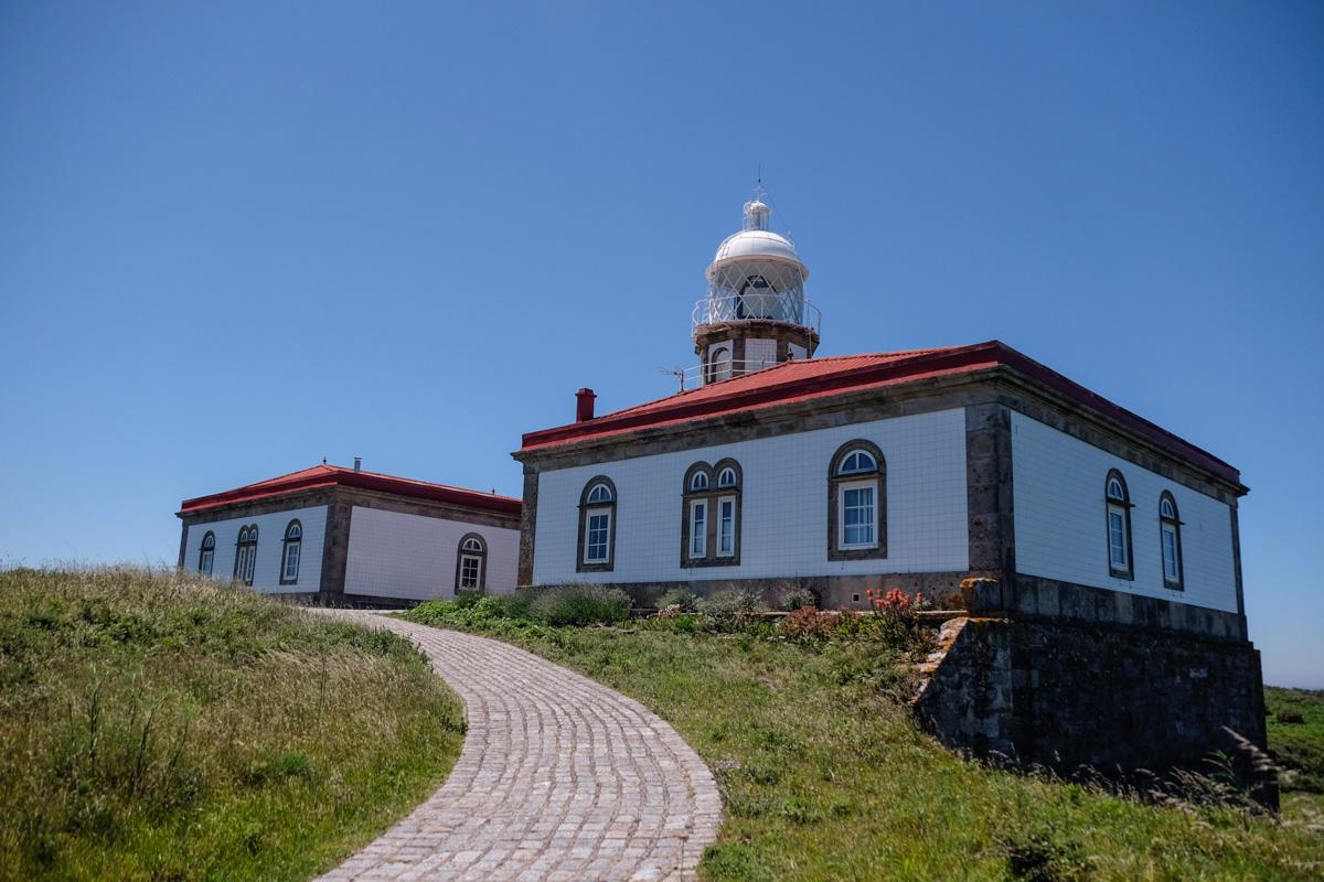 El faro de la isla solo se puede visitar por fuera porque dentro aún vive el farero.