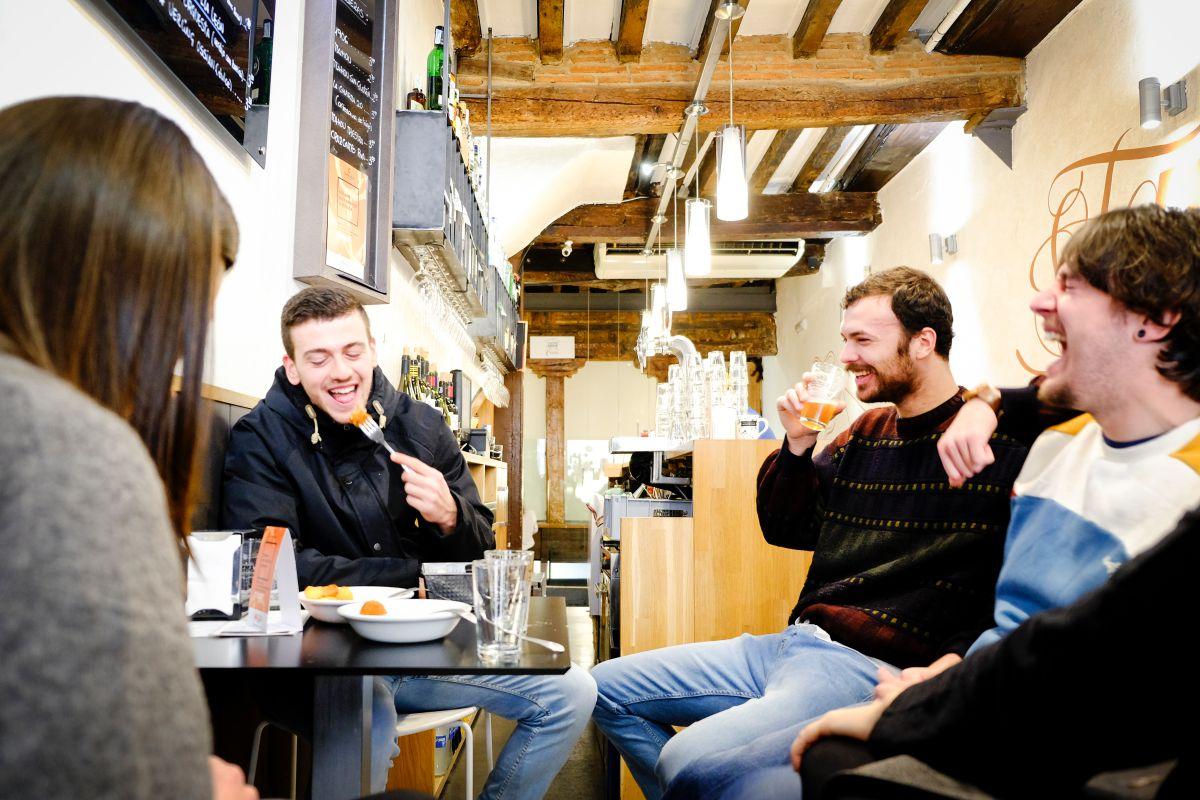 Una buena tapa y unas cervezas con amigos en el 'Tapas 3.0'. ¿Se puede pedir más?