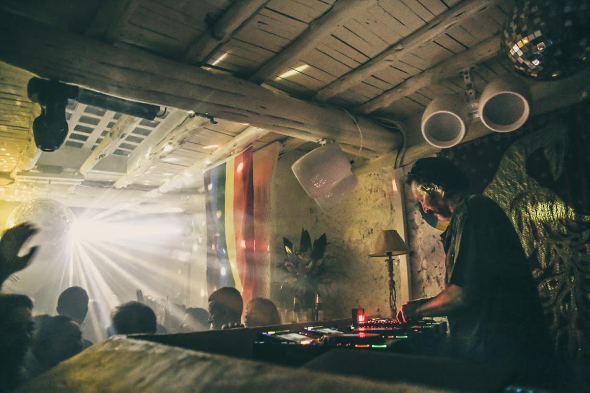 'Pikes' es un local perfecto para los que huyen de las grandes discotecas. Foto: Pikes.
