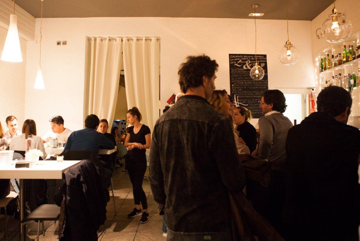 En 'L&Ele' hay una zona de ambiente para rematar la noche con una copa.