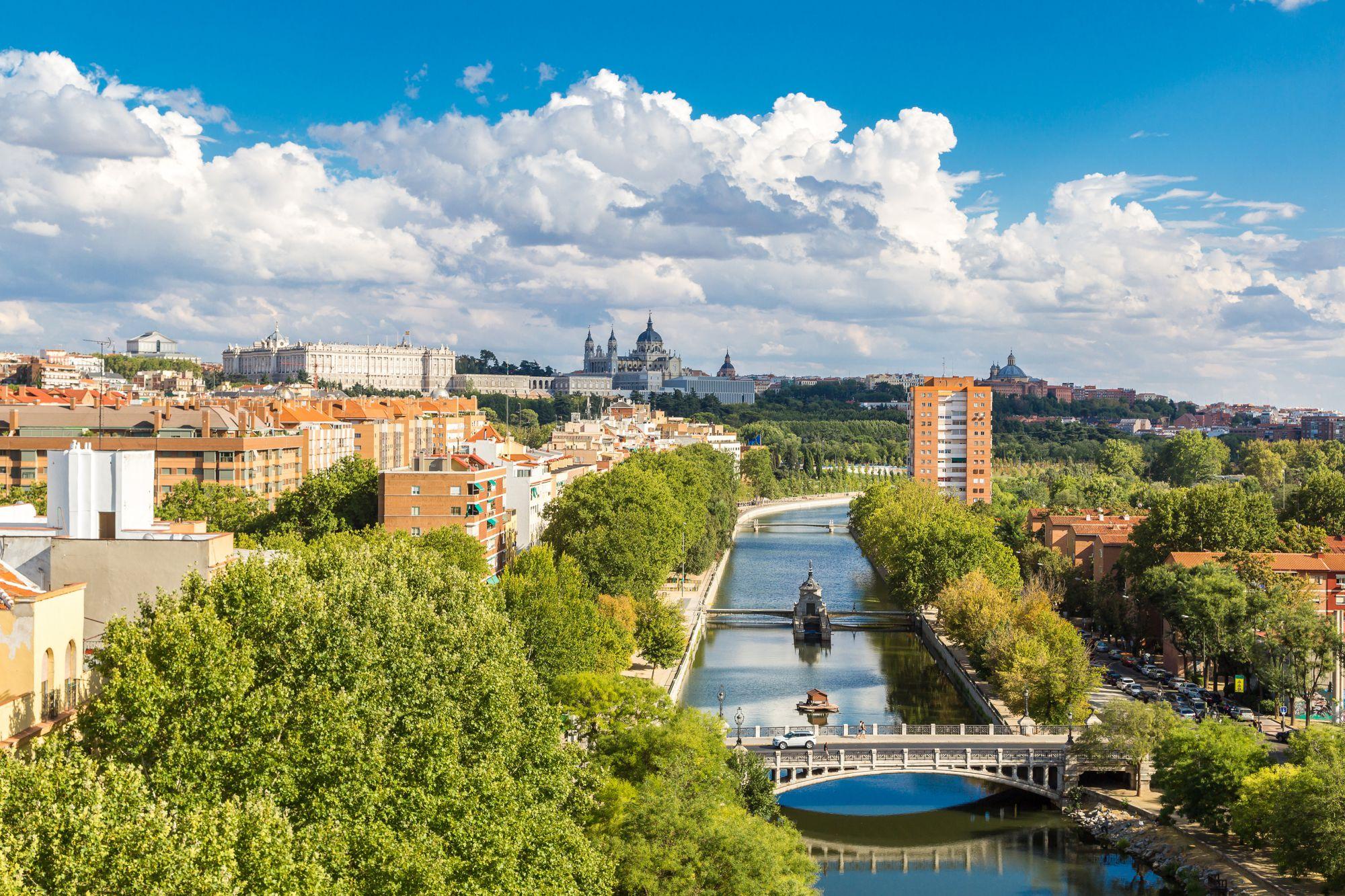 El río Manzanares recorre Madrid Río.