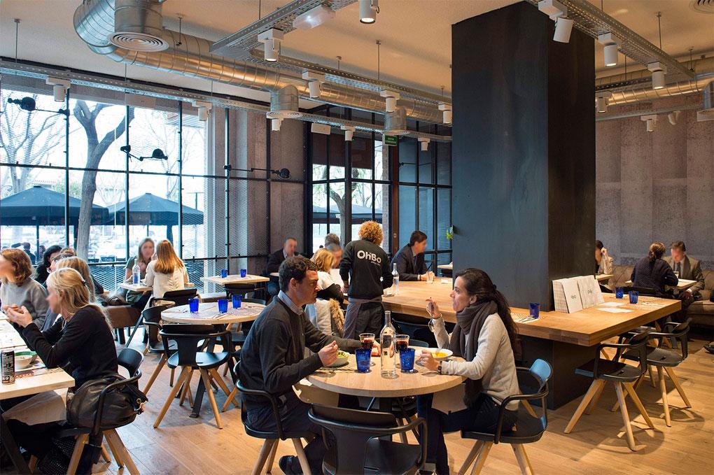 Interior del Ohbo, un espacio que apuesta por la comida de proximidad. Foto: Ohbo.
