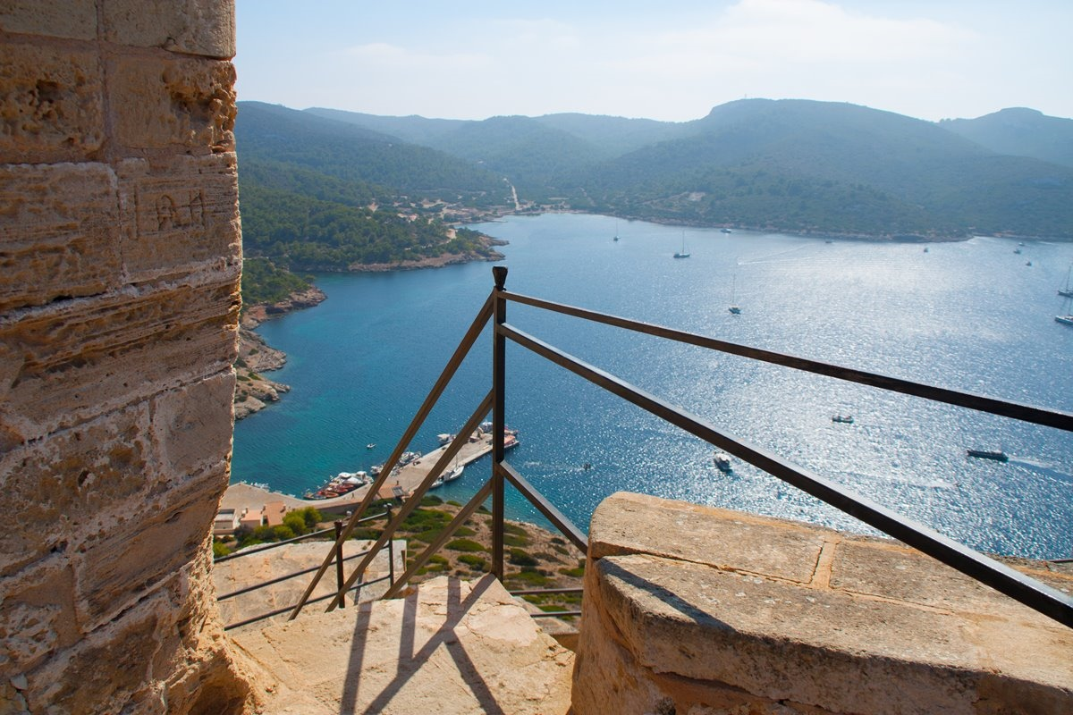 La isla de Cabrera se encuentra a media hora de la Colònia de Sant Jordi, en Mallorca. Foto: Shutterstock.