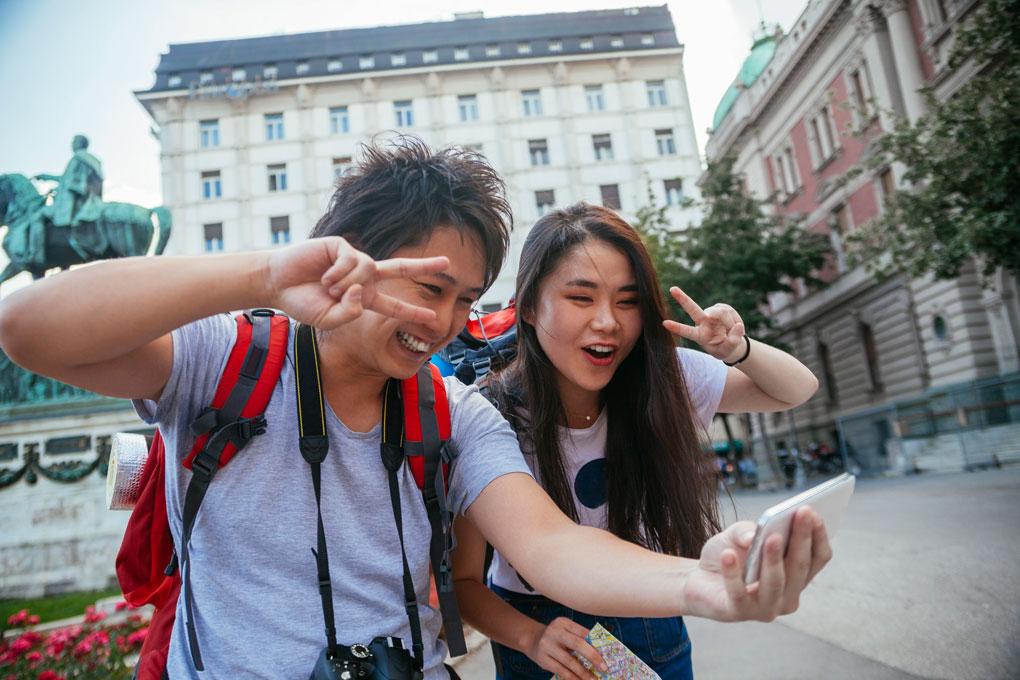 Los japoneses fueron los inventores del selfie.