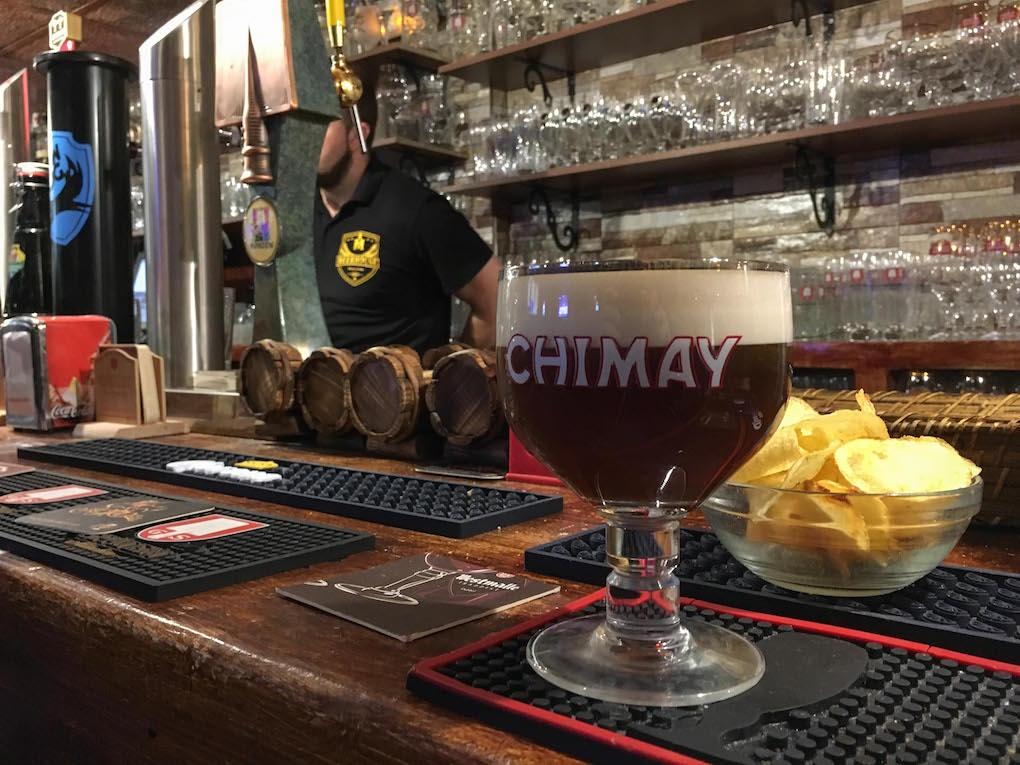 Una cerveza negra en la barra de Beerhouse.