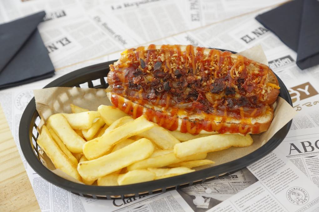 El perrito The New York Times tiene bacon y salsa BBQ