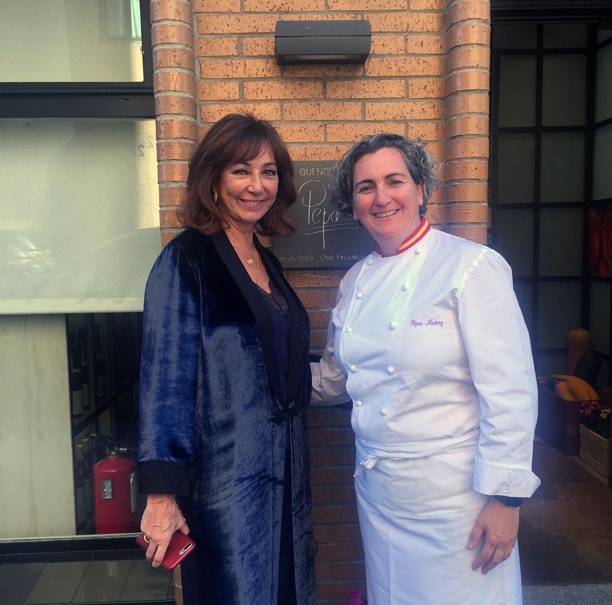 Ana Rosa Quintana y Pepa, de 'El Qüenco de Pepa'. Foto cedida por el restaurante.