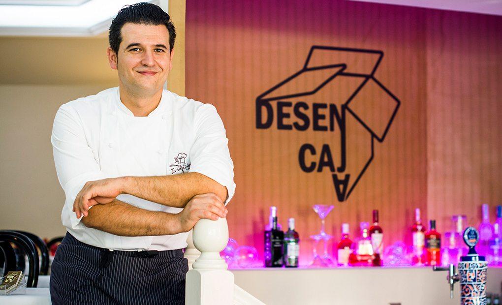 Iván Sáez, posa en el restaurante Desencaja. Foto: Restaurante Desencaja