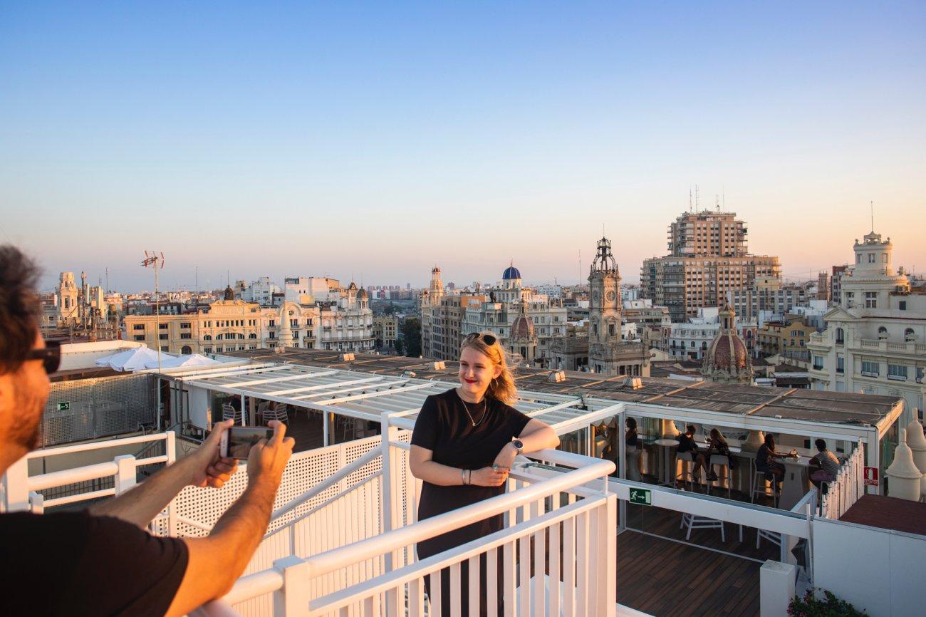 Azotea 'El Mirador del Ateneo': fotografiándose con las vistas de Valencia al fondo (2)