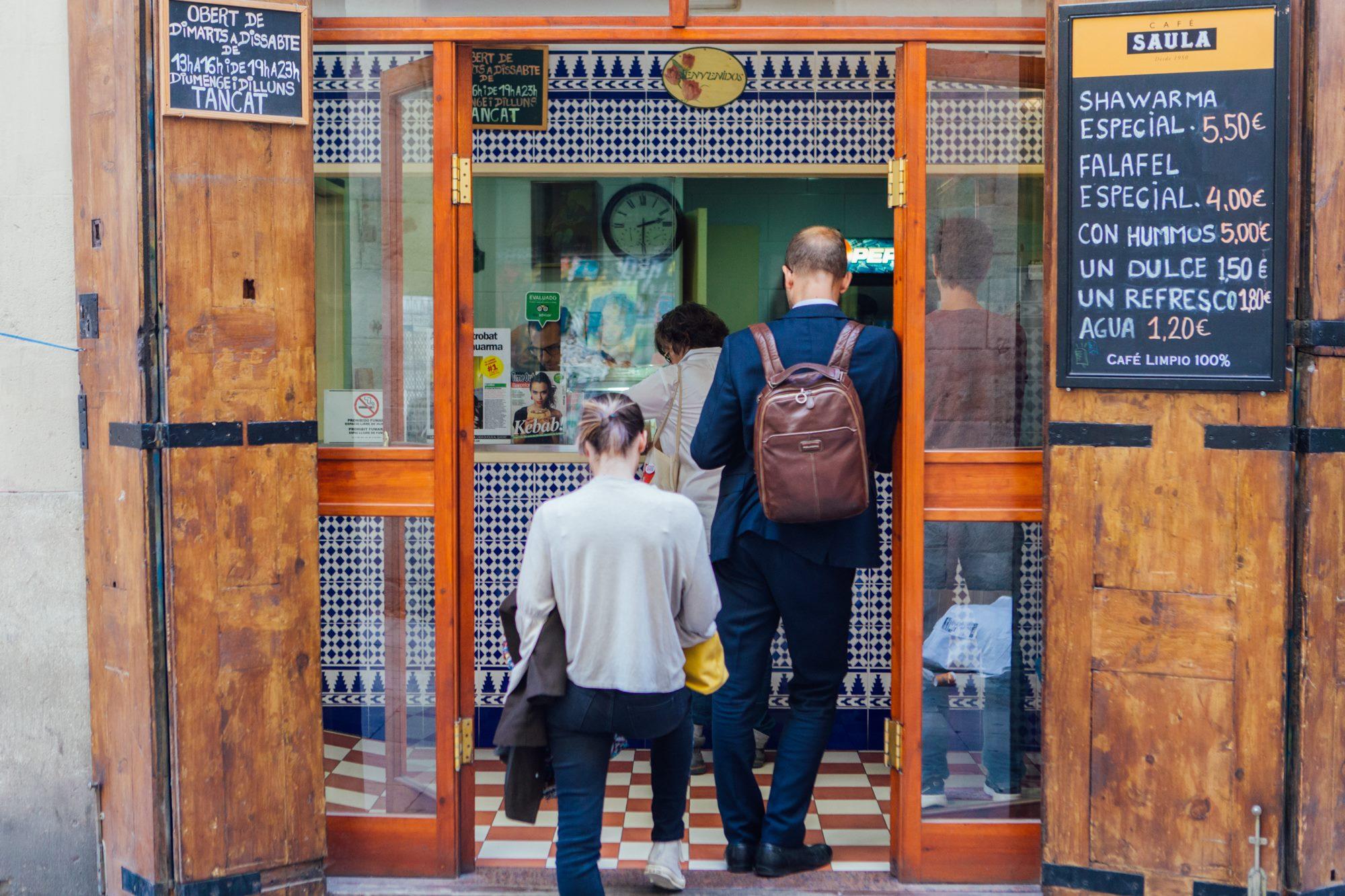 Entrada a 'El Cocinero de Damasco' desde el Carrer de Palau.