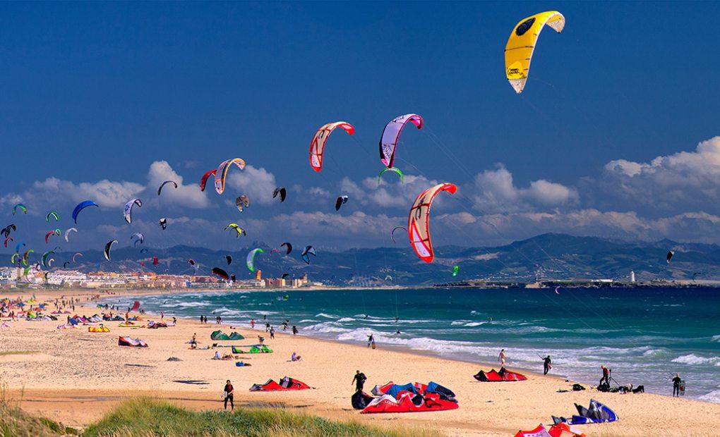 La playa de Valdevaqueros es un paraíso para practicar el kitesurf. Foto: M. Rojas.