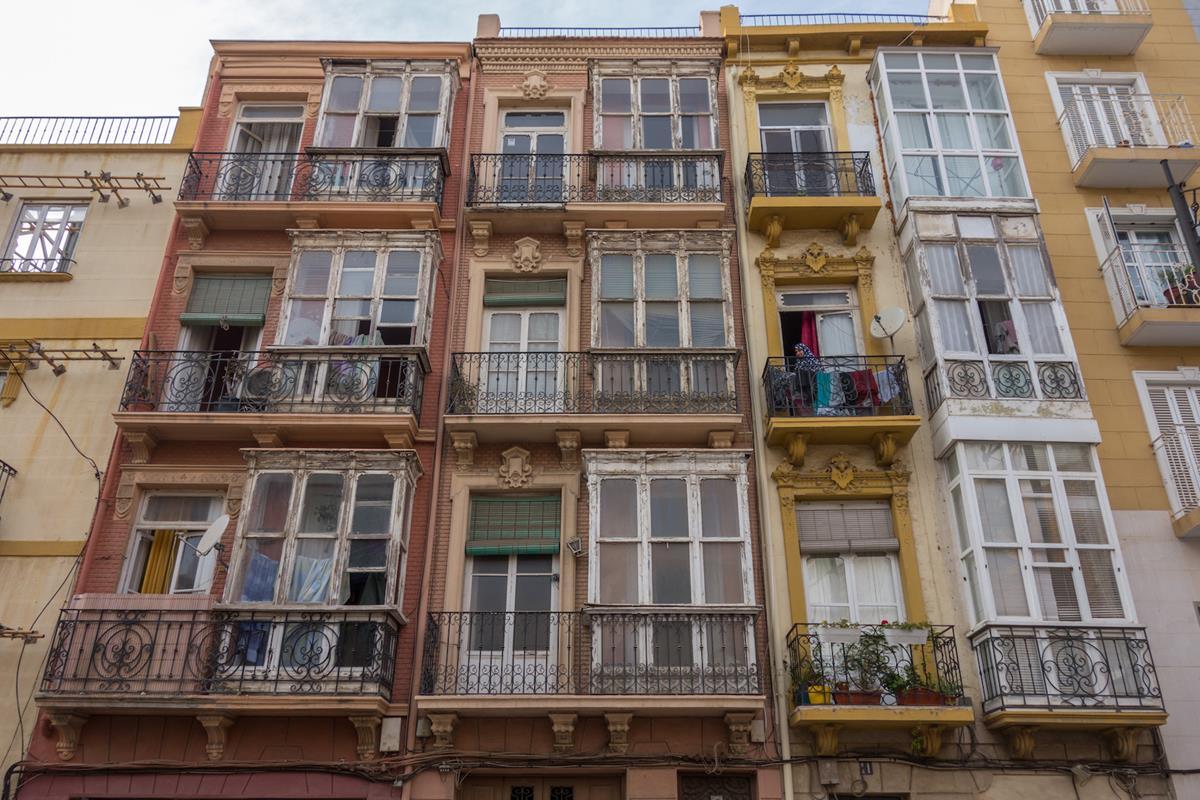 Las calles de Cartagena con frecuencia recuerdan a las de Lisboa. Foto: Ramón Peco y Manuel Martínez.