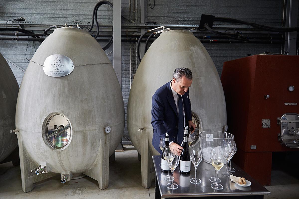 El 'huevo' de cemento donde se almacena el vino Cau d'en Genís, en la bodega 'Alta Alella'.