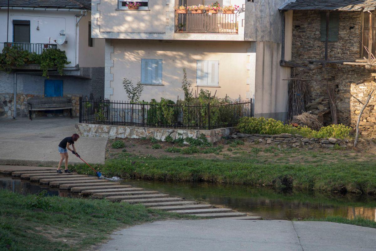 El barrio español de Riohonor de Castilla y el río Comtensa. Foto: Manuel Ruiz Toribio