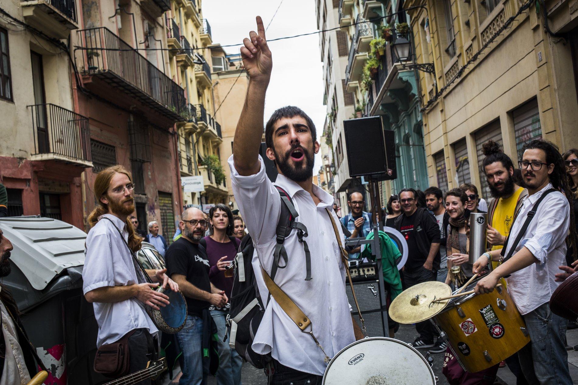 Durante todos los días que dura el festival la música inunda las calles de Valencia.