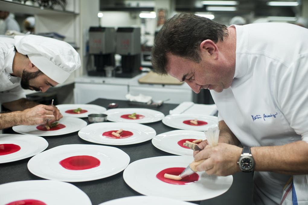 El cocinero vasco reconoce ser muy 'disfrutón' cuando sale a comer fuera. Foto: Sofía Moro