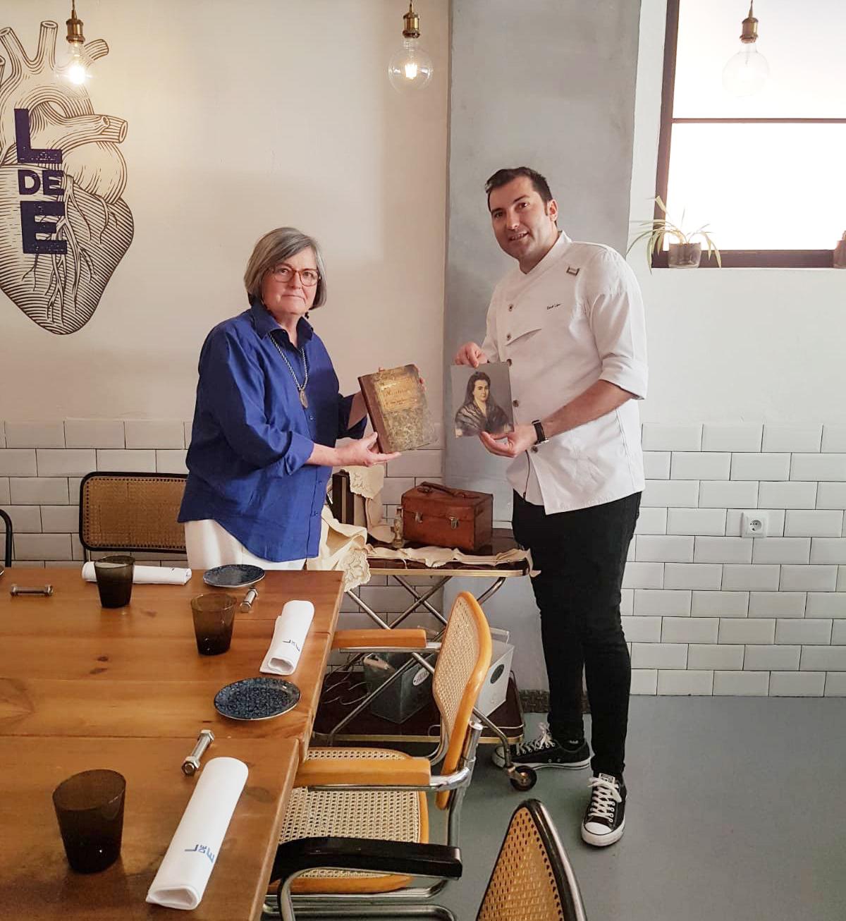 Belén Laguía junto al cocinero David López, en su restaurante 'Local de Ensayo'. Foto: Belén Laguía.